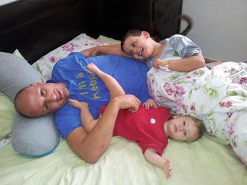 שחר נרדיה ומשפחתו, E-ma-bey