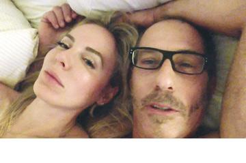 """ברוס ושירלי נראים מותשים ב""""מחוברים"""". מעניין ממה"""