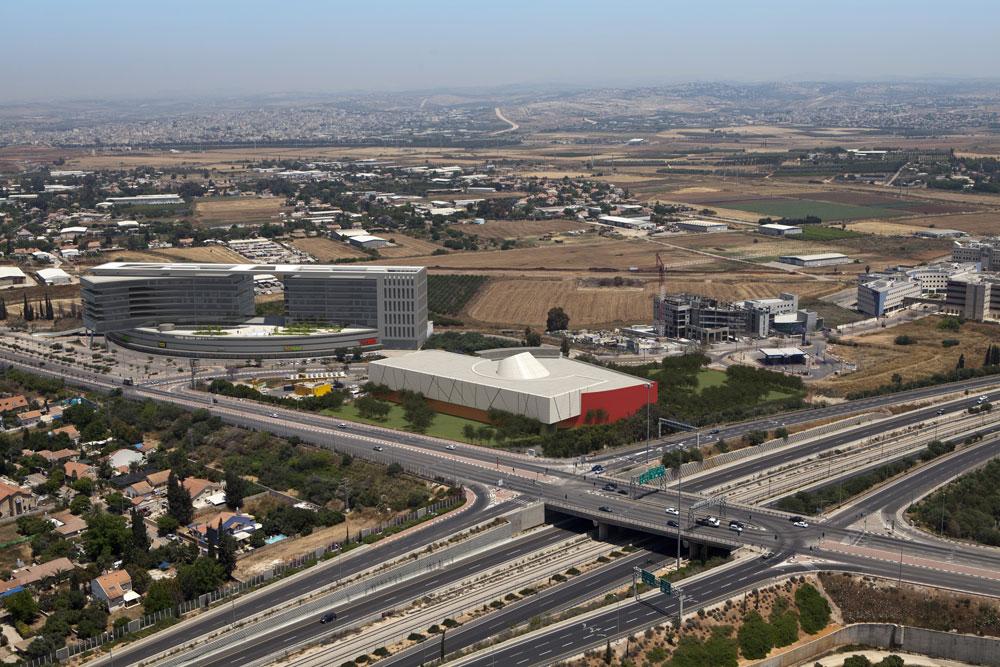 מרכז אושירה, שמתוכנן להיפתח בפאתי העיר, יציע לתושבים בילוי, מסחר ושלל אטרקציות. רחוב ויצמן יכול רק להיאנח (תכנון: OKA  אדריכלים, הדמיה: 3Dvision)
