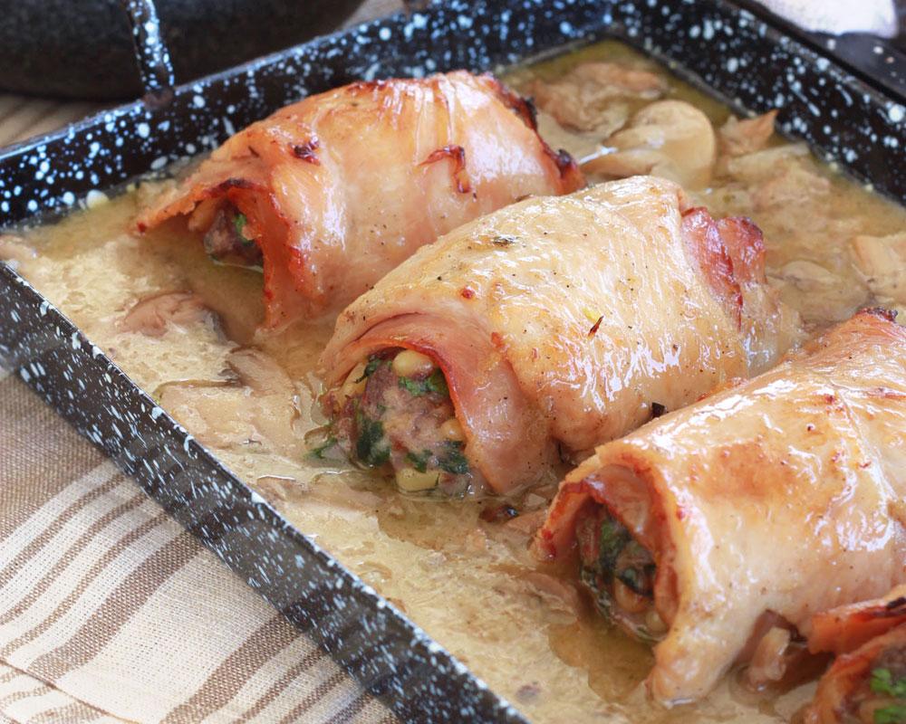 גלילות חזה עוף במילוי בשר ופטריות (צילום: אסנת לסטר)
