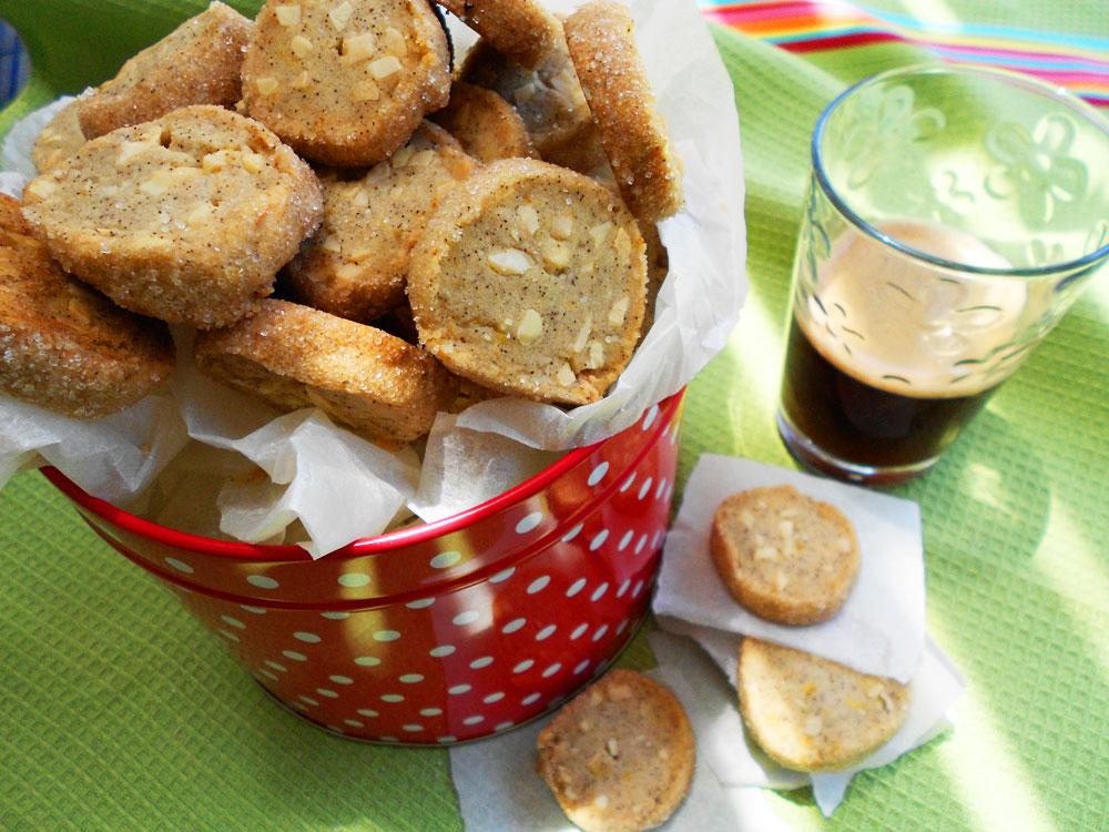 עוגיות חמאה עם שקדים וקפה (צילום: אורלי חרמש)
