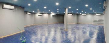 מסדרון באולם (צילום: איל תגר)
