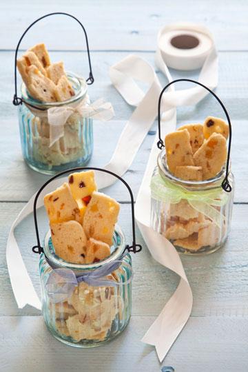 עוגיות קוקוס עם פירות טרופיים מיובשים (צילום וסגנון: אסף אמברם)