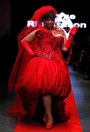 דוגמניות על המסלול ב-Pulp Fashion Week. התרסה כלפי עולם האופנה (צילום: gettyimages)