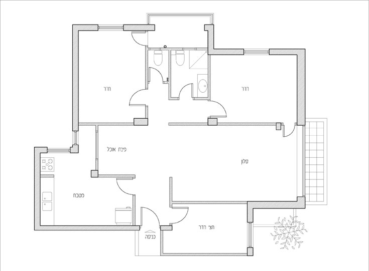 תוכנית הדירה לפני השיפוץ. למטה: ''אחרי''. מה שהיה המטבח הפך לחדר משחקים ועבודה, חצי חדר נפתח אל הסלון והפך למטבח (תכנית: אדריכל קובי זיק)