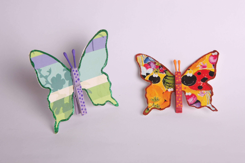 פרפרים מאריזת קורנפלקס ואטבי כביסה (צילום: ענבל עופר)
