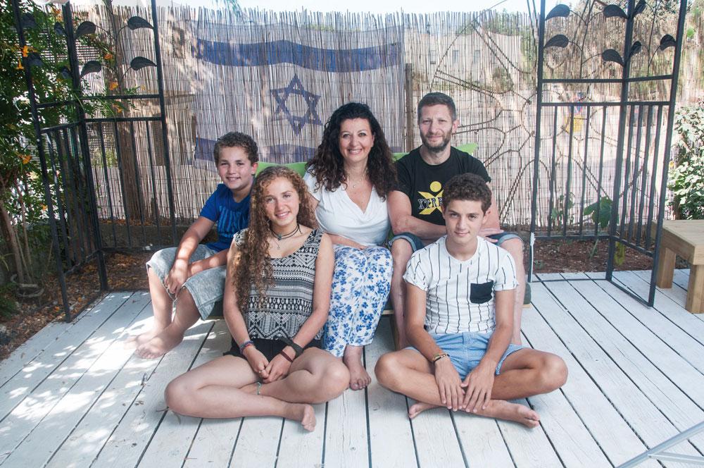 """משפחת שוגרמן. ההורים פרי וג'ו והילדים טליה, נועה (נוח) וזכרי. """"תמיד הרגשנו שמשהו חסר. ישראל הייתה כל הזמן באוויר"""" (צילום: עדי אדר)"""