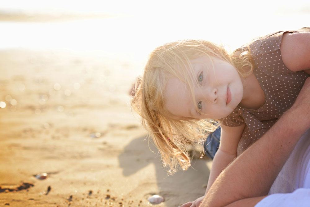 צלמו את הילדים כשהשמש מאחור. קל להם יותר להביט למצלמה וההילה סביבם יוצרת מראה חלומי (צילום: סנדי אהרון)
