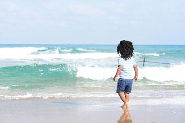 תמונת אווירה מול הים (צילום: סנדי אהרון)