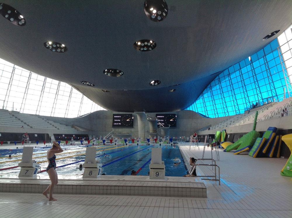 היום, בלי שתי הטריבונות, זהו מרכז שחייה עירוני לכל דבר (צילום: גלית שיף)