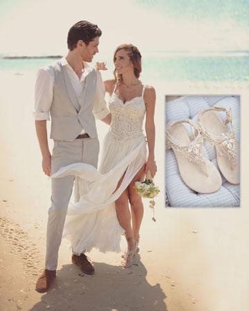 שרי גבעתי התחתנה בסנדלים שעיצבה לה במיוחד קרן וולף עם צדפים שנאספו על חוף הים (מחיר בהזמנה אישית) (צילום: MAMA)