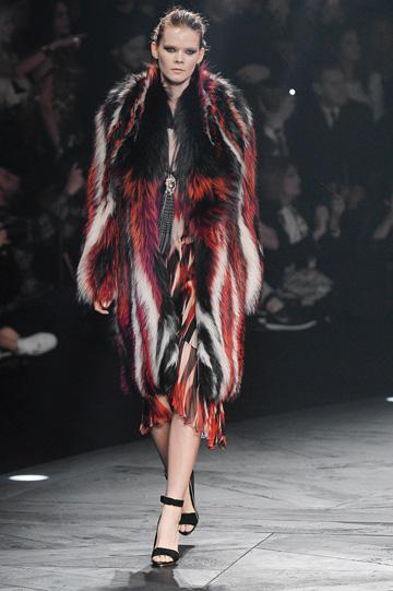 כמה צבעים במעיל אחד. רוברטו קוואלי (צילום: gettyimages)