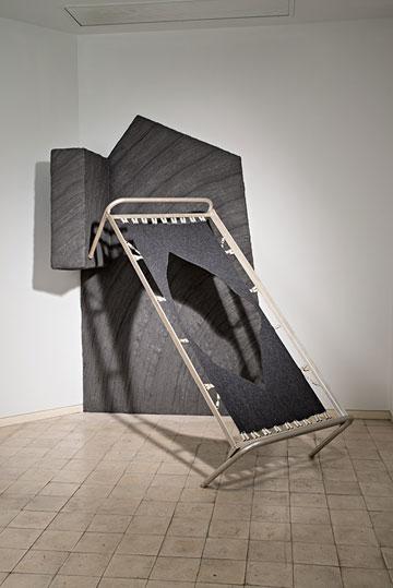 """העתק של """"בית האונייה"""". מתוך התערוכה """"לבנדה 56"""" (צילום: מידד סוכובולסקי)"""