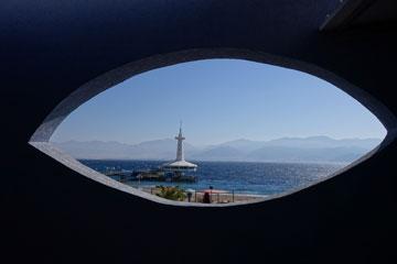 עין הדג. המצפה התת-ימי (צילום: מיכאל יעקובסון)