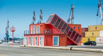 משרדי נמל אשדוד. הקמת בית בשטח של 120 מ''ר מוערכת בכ-400 אלף שקל (צילום: ליאור אביטן)