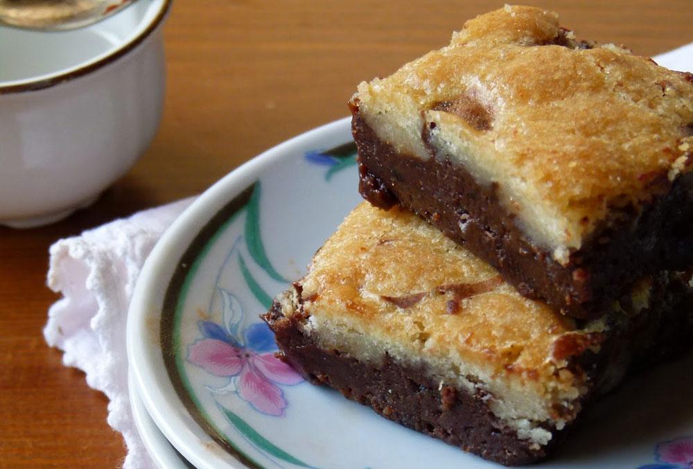 בראוניז שוקולד בציפוי עוגיות שוקולד צ'יפס (צילום: מרילין איילון)