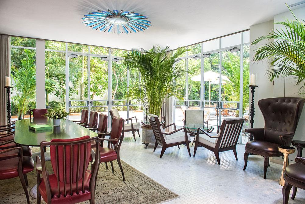 חלל הסבה במלון. ''בית רומנוב'' זכה לאגף חדש במסגרת השימור, ובו נמצאים החדרים (צילום: סיון אסקיו)