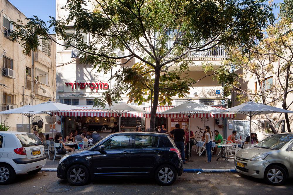 שדרות יהודית הן עמוד השדרה הירוק של מונטיפיורי, שכונה עתירת מוסכים, בתי מלאכה וגם בתי בושת, שחוזרת בשנים האחרונות לימיה היפים בגלל התייקרות הדיור בת''א  (צילום: טל ניסים)