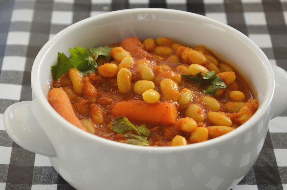 שעועית לבנה ברוטב עגבניות (צילום: אפרת סיאצ'י)