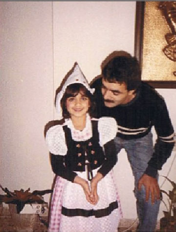 """צ'רכי בילדותה עם אביה מוטי. """"הייתי הופכת את העסק לממלכה"""" (צילום: דיאנה צ׳רכי)"""