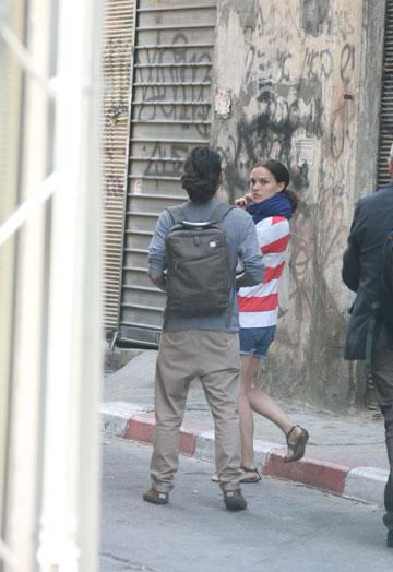 """נטלי פורטמן בצילומי הסרט בבימויה בישראל. """"היא מאוד נחמדה, אבל היא באה לכאן לעבוד, לא לחפש חברים"""" (צילום: מוטי לבטון)"""