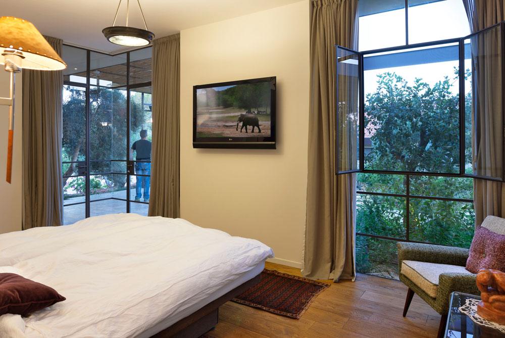 חדר השינה של בעלי הבית (צילום: שי אפשטיין)