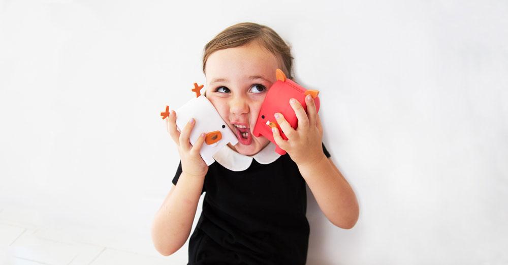 דרך Toy Mail אפשר להחליף הודעות עם הילדים, מבלי לחבר אותם למסך הטלפון. זוהי מעין תיבת דואר קולי בצורת חיות שונות, שמחוברת לסמארטפון של ההורה ומאפשרת גם להחזיר לו מענה