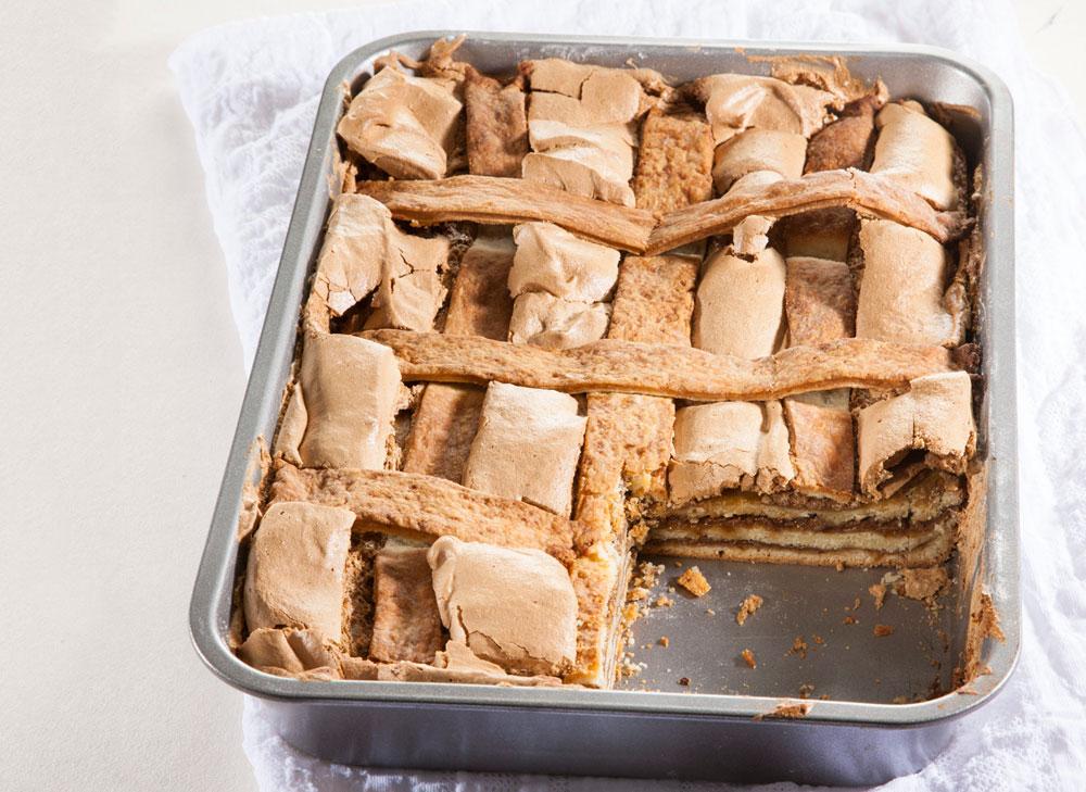 עוגת שכבות בצק שמרים קר וקרם קפה (צילום: דני לרנר)