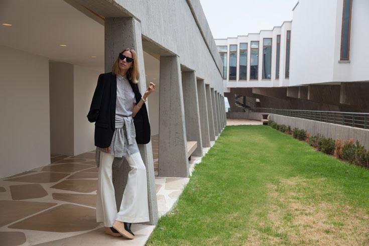 טוניקה וסוודר: אלכסנדר וונג לפקטורי 54, מכנסיים: סמפל, נעליים: נעלי מרי, ז'קט: ZARA, משקפיים: אליסטבה לאופטיקה חיות  (צילום: מאיר כהן)
