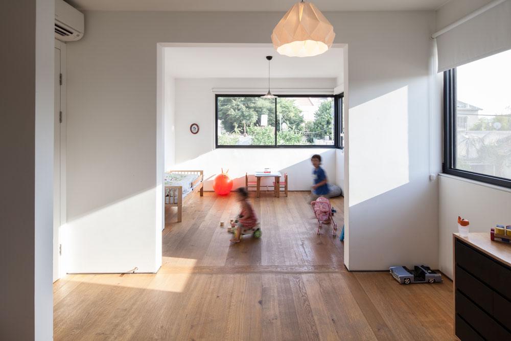 חדר הילדים משותף בינתיים, אך בעתיד ניתן יהיה לחלקו לשניים (צילום: טל ניסים )