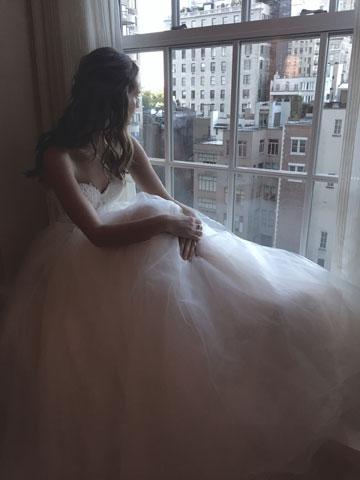 """""""עד היום התעסקו כאן בפיגורות קלאסיות, ואנחנו מביאים עולם אחר – שיק וסקסיות, אבל מאוד לא מתאמץ"""". שמלה בעיצובה של ליהי הוד (צילום: ליהי הוד)"""