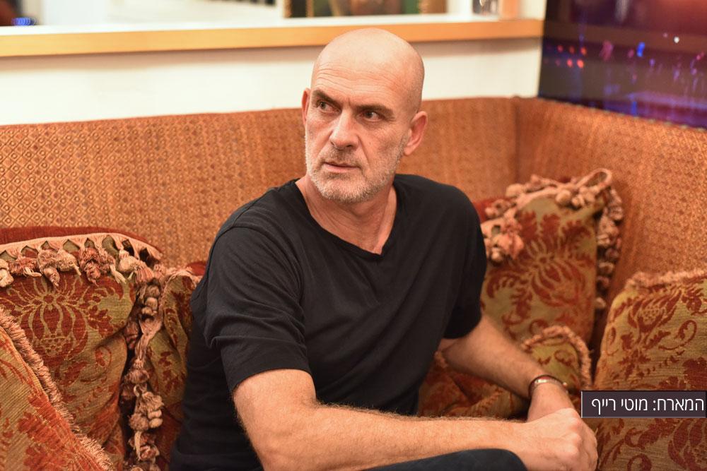 מופע של איש אחד, הרואה לנגד עיניו את קידום האופנה הישראלית, על אף הקשיים הניצבים מולה מבית ומבחוץ (צילום: סיון אלירזי)