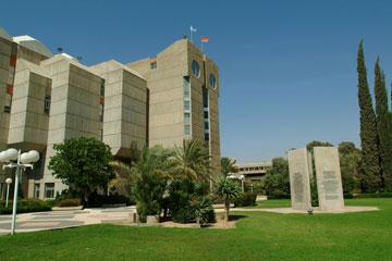 הריאה הירוקה של באר שבע מסתגרת. הספרייה המרכזית של אוניברסיטת בן גוריון (צילום: דני מכליס, אוניברסיטת בן-גוריון בנגב)