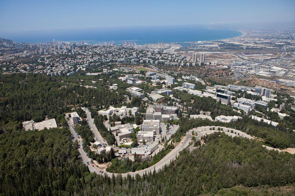 מבט לכיוון הטכניון, שכונת נווה שאנן ומפרץ חיפה. המרחב הציבורי לא מסביר פנים לסטודנט (צילום: Technion / Israel Istitute of Technology, cc)