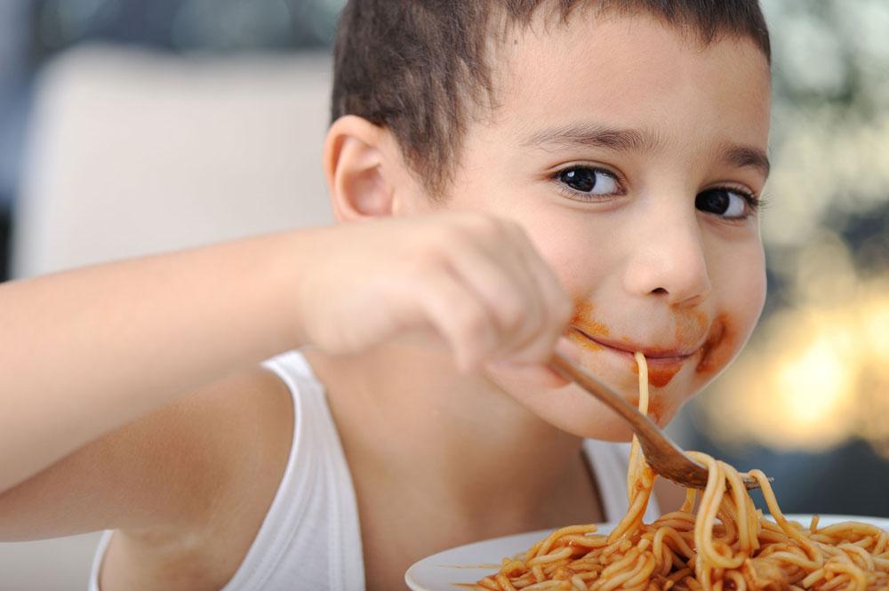 ילדים מקשרים צבע אדום עם מתיקות גם כשהמאכל אינו מתוק (צילום: shutterstock)
