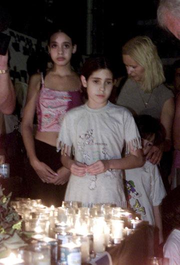 """ילדי הנרות בכיכר. """"לבני נוער היום זה נראה היסטוריה רחוקה"""" (צילום: מיכאל קרמר)"""