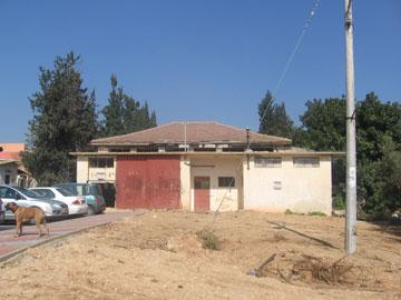 לפני: בית סוכנות ישן, שעמד נטוש שנים רבות (צילום: שי אפשטיין)