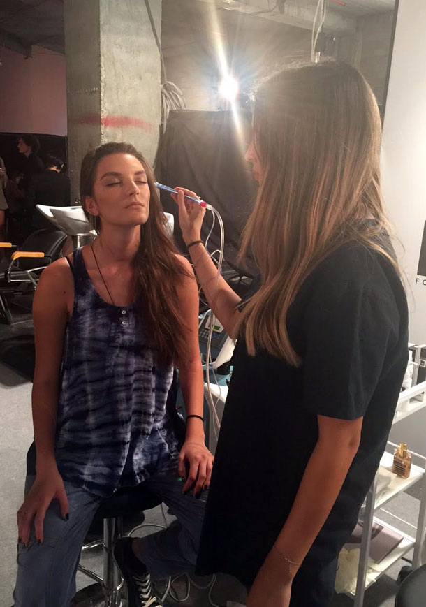 הדוגמנית נטלי איידלמן זוכה לטיפול פנים מבית מימי לוזון