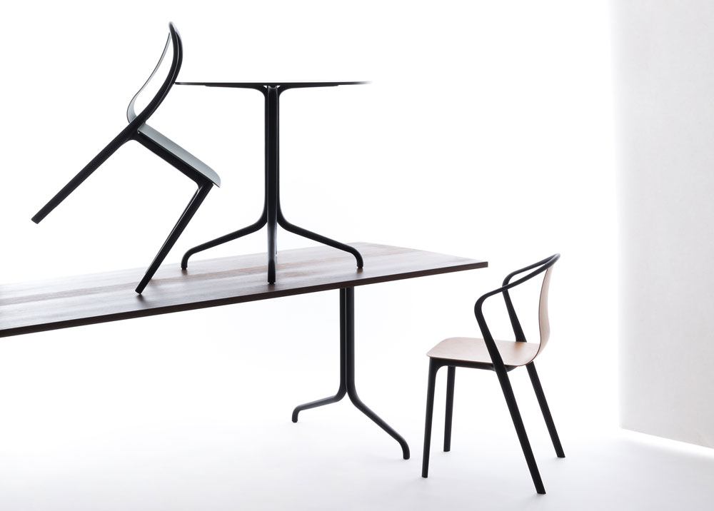 כסאות אוכל שעוצבו למותג ''ויטרה'' והושקו לפני חודש, בפסטיבל העיצוב בלונדון. המושב והמשענת עשויים כיחידה אחת שאפשר להחליף ולהתאים  (צילום: Studio Bouroullec)