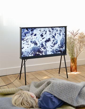 הטלוויזיה כרהיט, כמו פעם (צילום: Studio Bouroullec)