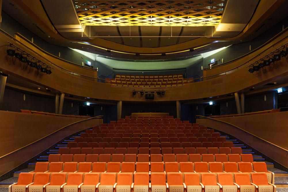 זה יהיה ביתו השני של תיאטרון החאן הירושלמי. אולם המופעים הוא לב המרכז החדש (צילום: טל ניסים)