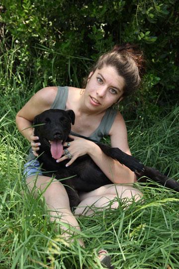 """""""יש בעמותה 100 כלבים שאנחנו לא רוצים שילכו להסגר"""". אברהמי (מתוך האלבום הפרטי)"""
