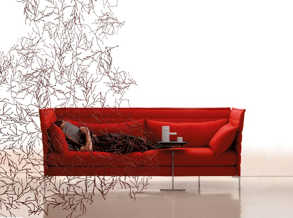 ספה מסדרת ''אלקוב'', עוד להיט של השניים, ומחיצה אוורירית אחרת בעיצובם (צילום: Paul Tahon and R & E Bouroullec)