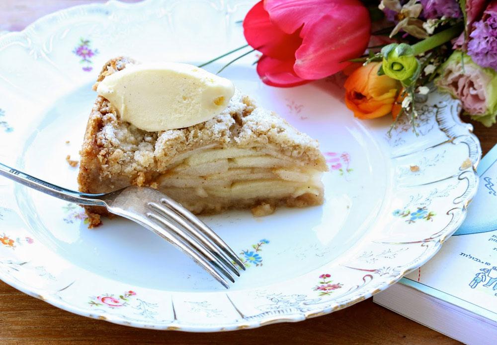 עוגת תפוחים בטעם ילדוּת (צילום: סיון שטרנבך)