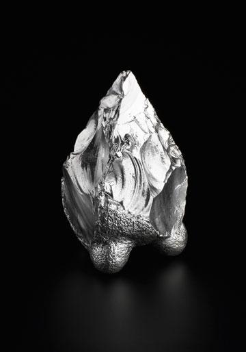 ''הכסף מעלה את אבן הצור מרצפת המערה לשולחן'' (צילום: מוטי פישביין)