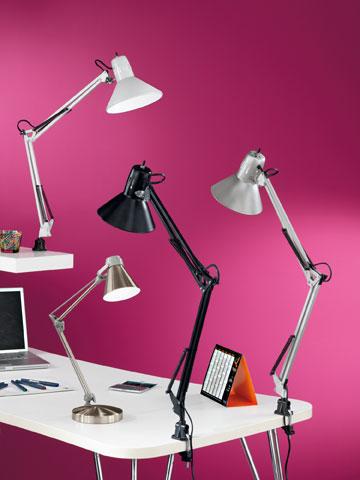 79 שקלים למנורת שולחן ב''מחסני תאורה'' (צילום: אייל קרן)