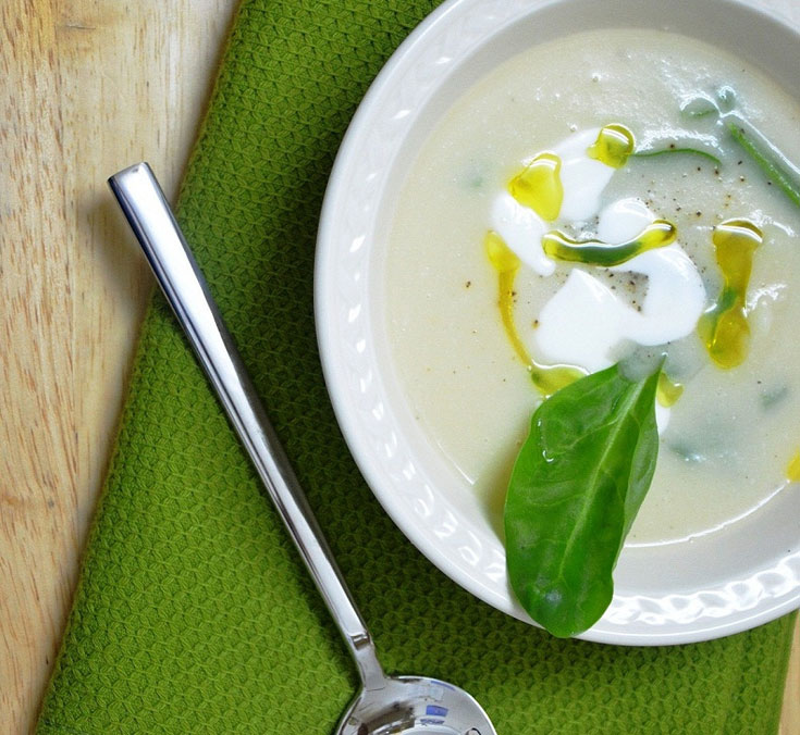 מרק כרובית עם עלי תרד (צילום: חני הראל)