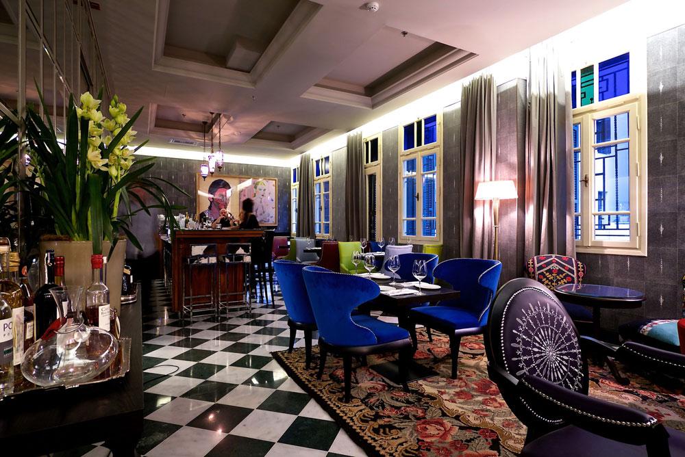 במסעדה יש מקום לכ-30 סועדים. יצירות אמנות מעטרות את קירות המלון, רובן של אמנים ישראליים (צילום: איתי סיקולסקי)