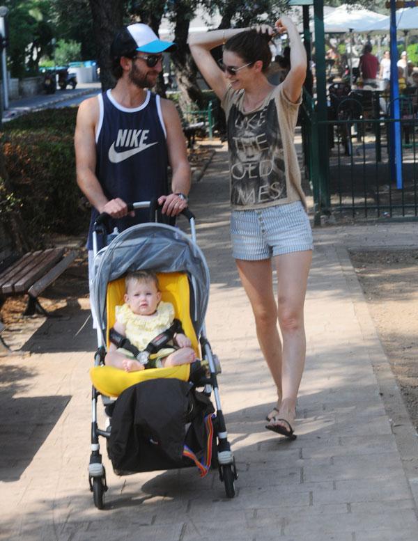 ויש פה אפילו צלם פפראצי. את לא סתם תינוקת, עמנואל, את סלב (צילום: ברק פכטר)
