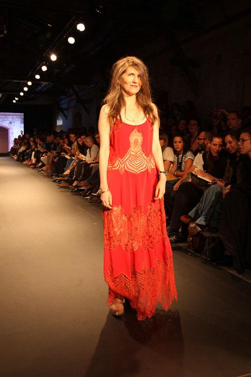 קרן מור בתצוגת האופנה של תמר פרימק (צילום: טל ניסים)